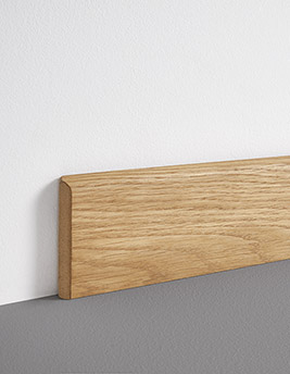 Plinthe, placage bois, décor chêne verni mat, h.8 x L.220 cm