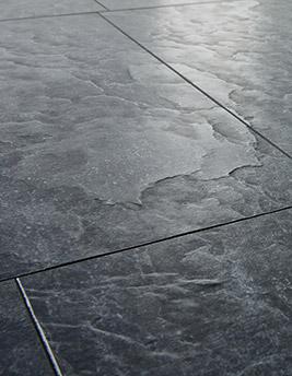 Sol stratifié Quick Step EXQUISA, ardoise noire, dalle 40,8 x 122,4 cm